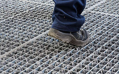 Forget standard floor mats or dirt-trapping mats. With the ProfilGate® go sole cleaning system you achieve better results with less effort.